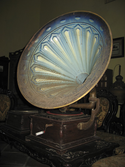 Antique Gramophone In The Banda Museum: It Still Works!