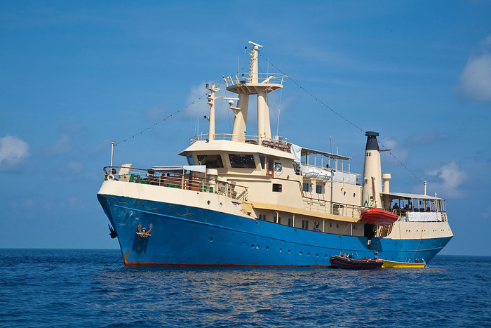 Philippines Liveaboard – Hans Christian Andersen Review